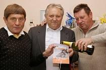 Žokej Váňa a plochodrážník Štancl křtili knihu v redakci