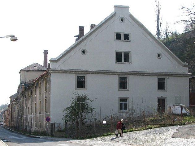 Stav objektu v roce 2006, kdy měl ještě střechu.