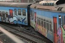 V Roudnici v pondělí po čtrnácté hodině vykolejil osobní vlak (pantograf) jedoucí z Prahy do Roudnice. Vykolejil třetí a čtvrtý vůz soupravy. Nehoda se obešla bez zranění.