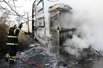 Požár kamionu u Třebenic.