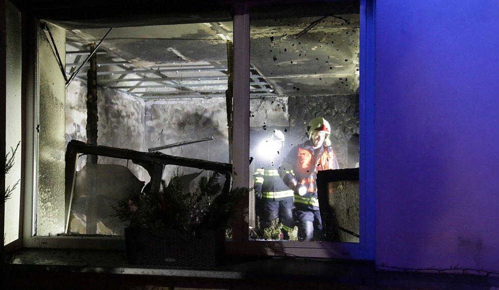 Noční požár v Křešicích na Litoměřicku zdevastoval celý byt.