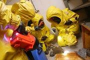 Litoměřičtí profesionální hasiči cvičili jak detekovat a zacházet s nálezem bojové otravné látky.