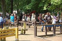 Prvomájové oslavy komunistů v Jiráskových sadech.