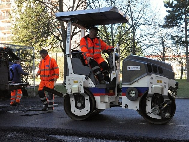 Oprava silnice v ulici Liškova.