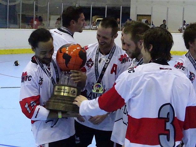 Finále hokejbalového mistrovství světa v Lovosicích.
