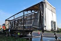 U Dušníků vzplál návěs kamionu s papírem
