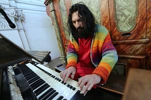 Varhan Orchestrovič Bauer rozezněl varhany v doksanském kostele