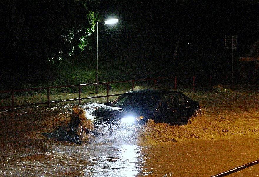 Silný déšť způsobil problémy v Lovosicích.