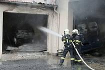 Požár v litoměřickém autoservisu
