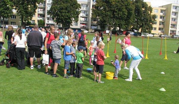 Pořadatelé zSK Bezděkov připravili pro děti ijejich doprovod poslední srpnovou sobotu sportovně-zábavné odpoledne, které na zdejší stadion přilákalo znovu více než stovku dětí a jejich rodičů či prarodičů.