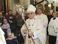 Kardinál Miloslav Vlk v roce 2008 světil litoměřického biskupa Mons. Jana Baxanta