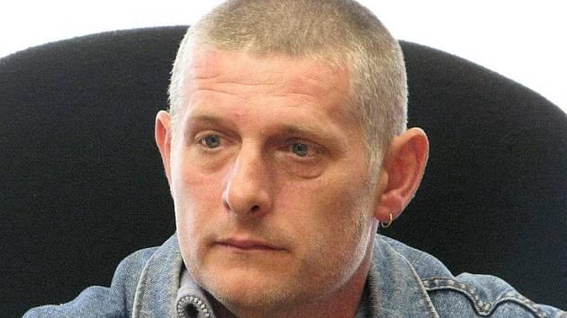 OTEC VINU ODMÍTÁ.  Petr Bartl na začátku jednání soudu prohlásil, že dcery si vymýšlejí.
