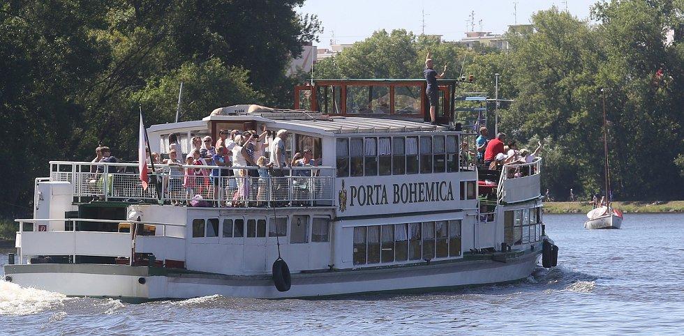 Chemický tanker, který vyrobila loděnice Bárkmet ve Lhotce nad Labem spustili v pátek po poledni na vodu.