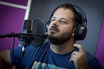 Písničkář Xindl X, vlastním jménem Ondřej Ládek.