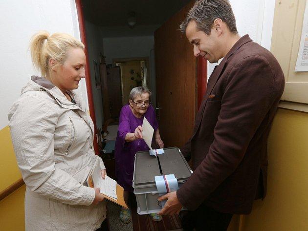 VLovosicích za imobilními občany došli zástupci zpříslušné volební komise až domů.