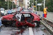 ČEKÁ NA ROZSUDEK. Jiřího Vykysala doprovázeli k jednání litoměřického okresního soudu příslušníci vezeňské služby, neboť obžalovaný muž je vazbě. Na rozhodnutí si musí řidič, který měl opilosti způsobit tragickou dopravní nehodu, počkat do středy.