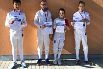 Mladší žáci šermířů Slavoje Litoměřice se stříbrnými medailemi z MČR 2020.