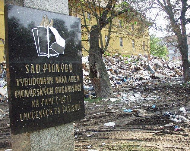 Povodeň 2002 - odklízení škod.