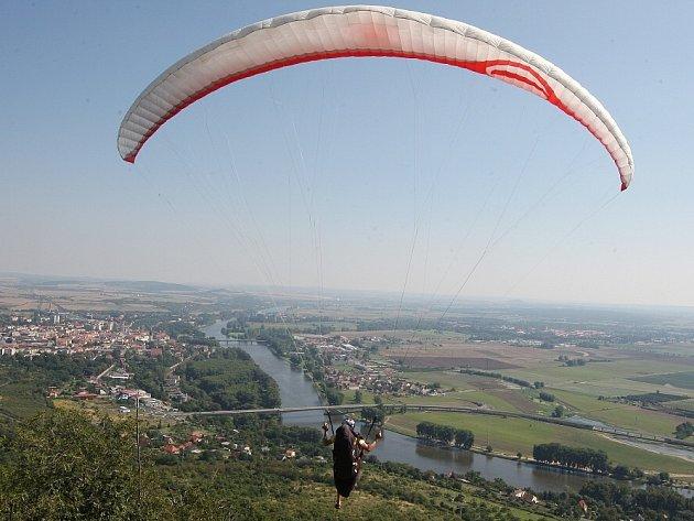 Paragliding na Radobýlu.