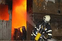 Požár truhlárny a prodejny nábytku v Litoměřicích
