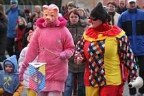 Masky všech druhů se vydaly na pochod městem.