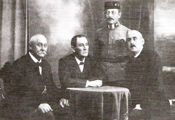 Členové Revolučního národního výboru vTerezíně zleva předseda MUDr. Jan Rous, Josef Nolč, major Miloslav Bárta, Pavel Žalud.