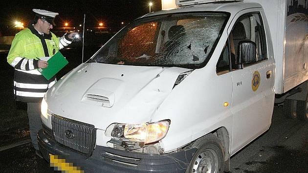 Řidič dodávky srazil u Lovochemie chodce. Ten zraněním podlehl.