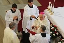 V Litoměřické katedrále sv Štěpána proběhla Missa chrismatis a  žehnání olejů.