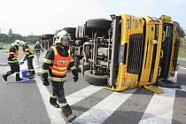 Dopravní nehoda na sjezdu u Lukavce na D8