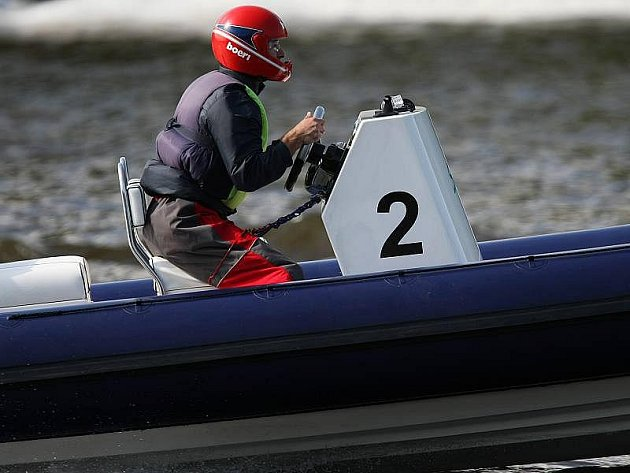 Závody motorových člunů v Roudnici.