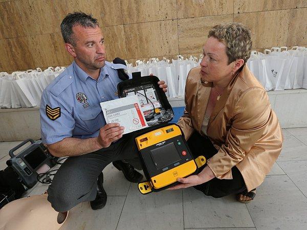 Mobilní defibrilátor budou mít kdispozici ivTřebenicích