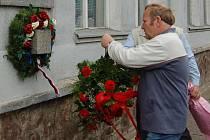 V Lovosicích uctili památku fašisty v květnu postřílených občanů u pamětní desky u bývalé Setuzy.