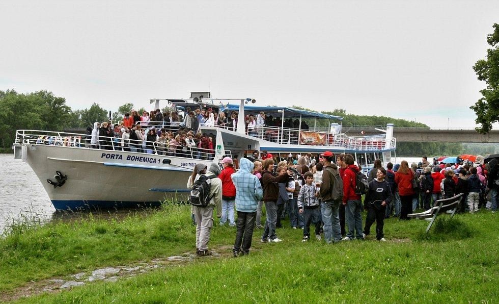 Dětský den na lodi Porta Bohemica s pasováním prvňáků na čtenáře, 2010