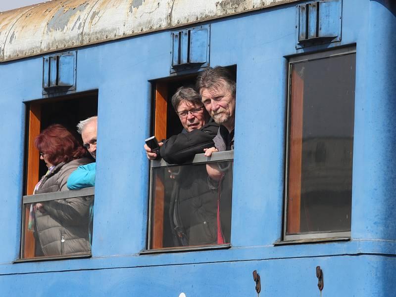 Na Velký pátek zahájila Švestková dráha provoz v nové turistické sezoně 2018. Na trať vyjel vlak tažený lokomotivou 354.195 z muzea ČD Lužná u Rakovníka přezdívanou Všudybylka.