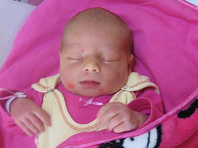Tereze a Lukášovi Moravcovým z Chodoun se 3.2. narodila v Mělníku dcera Ema Moravcová (50 cm, 3,17 kg).