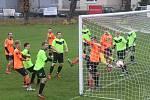 Městské derby I. B třídy mezi Bezděkovem a Roudnicí skončilo nerozhodně 4:4. Po penaltovém rozstřelu brali bod navíc hosté.