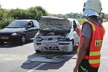 ŘIDIČKA zřejmě přehlédla odbočující automobil a vrazila do něj zezadu.