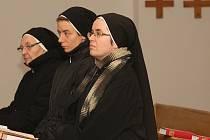 Liběšický zámek navštívily sestry svatého Kříže
