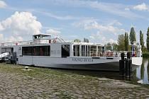 Jedna z největších a nejkrásnějších osobních lodí Viking Beyla opět připlula na naši část Labe.