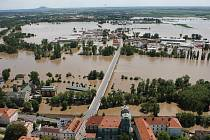 Povodeň, středa 5. června 2013: Letecké snímky od Litoměřic po Mlékojedy