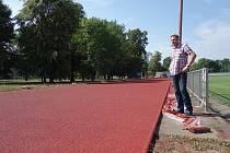 Atletické dráhy v Lovosicích mají nové povrchy.