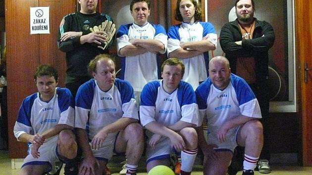 VÝBĚR. Litoměřický Deník v Journal Cupu reprezentovali (zleva nahoře): Rouče, Schovánek, Bergl, Tuček. Dole: Pokorný, Valeš, Pištora, Chrástecký.