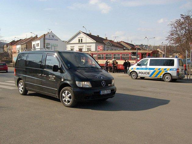 Vlak v Litoměřicích usmrtil ženu, která přecházela koleje. Nerespektovala výstražné znamení.