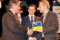 Cenu v kategorii měst za druhé místo v soutěži eOsobnost eGovernmentu převzal v Náchodě tajemník Městského úřadu v Litoměřicích Milan Čigáš.