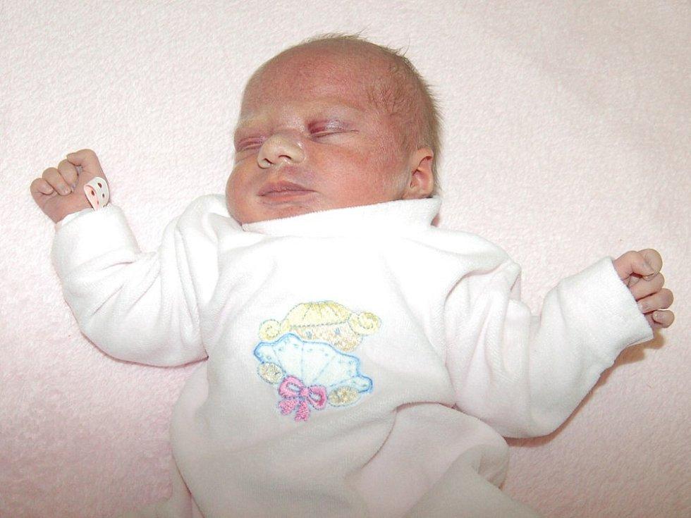Veronice Šindelářové a Petrovi Brůžovi z Čížkovic se 19.1. ve 12.50 hodin narodila v Litoměřicích dcera Anička Brůžová (3,25 kg a 51 cm).