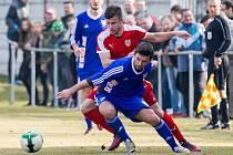 Fotbalisté Brozan (v červeném) nestačili na Jirny.