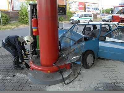 Nehoda na čerpací stanici u Kauflandu