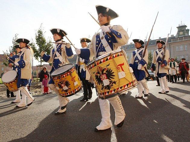 Josefínské slavnosti 2013, sobota dopoledne - slavnostní přehlídka vojsk