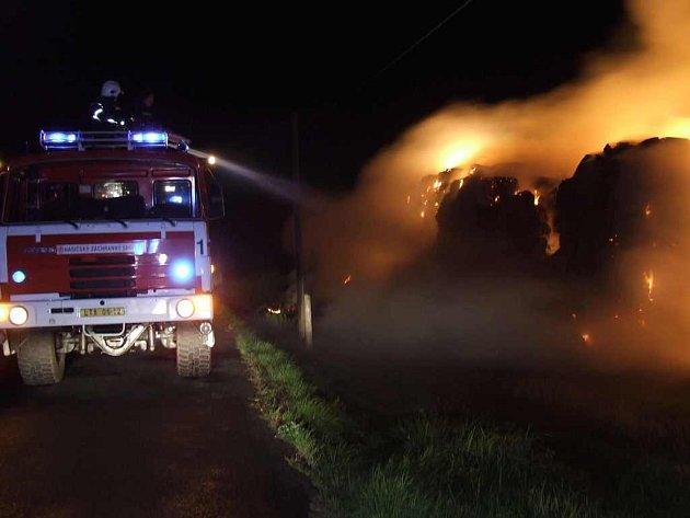 Požár stohu u Chvalína