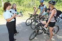 V rámci kampaně Dne bez úrazu policie prováděla kontroly, zejména nezletilých cyklistů, kteří mají za povinnost, užívat při jízdě na kole ochrannou přilbu.